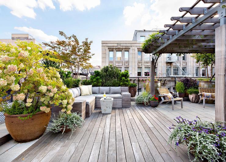 Choose Simple Design for Terrace