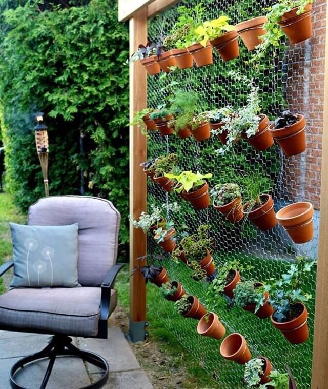 Use Plain Chicken Wire in Vertical Garden